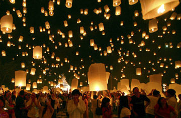 Thailand - Floating Lanterns in Chiang Ma